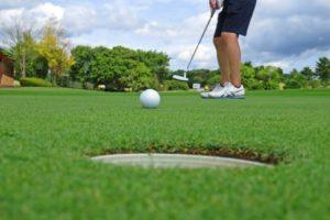 中高年のゴルフ婚活で、パートナーを探しに行こう。