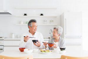 婦人公論:孤独や不安を乗り越え「シニア婚活」で幸せに